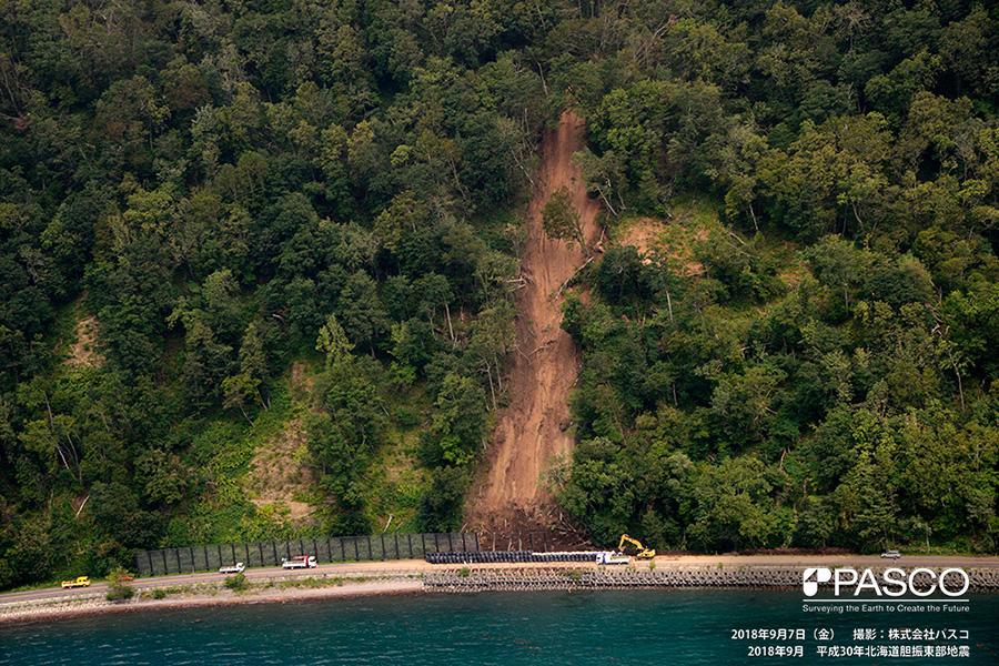 千歳市幌美内 支笏湖北岸において崩壊が発生している
