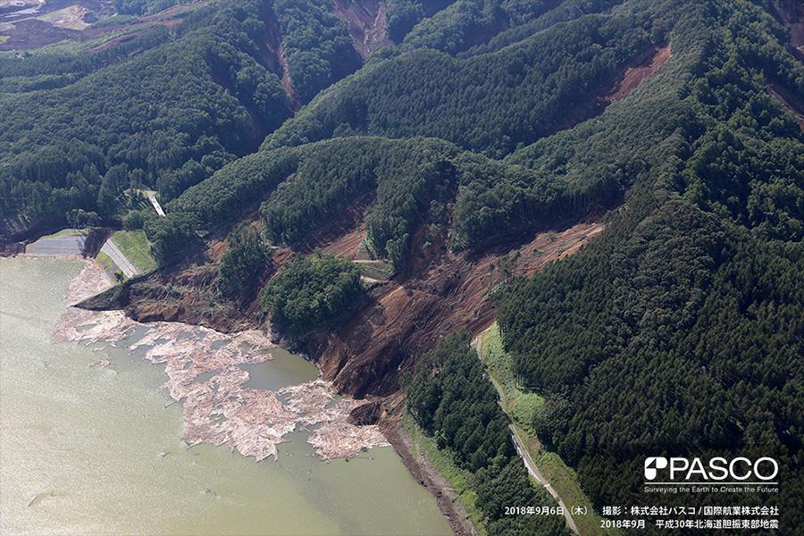 厚真町幌内 斜面崩壊により厚幌ダム貯水池に流入した土砂