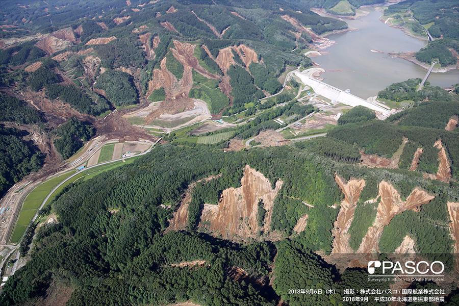厚真町幌内 厚幌ダム周辺で、山腹斜面上部から多数の表層崩壊が発生した