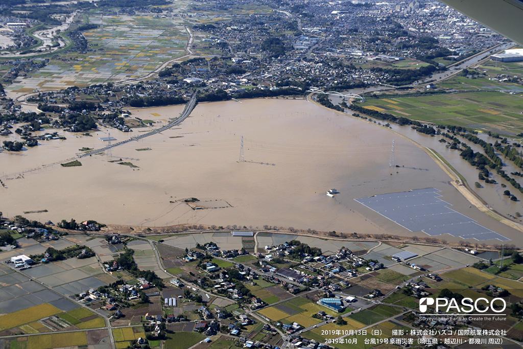 埼玉県東松山市: 東松山市古凍付近の氾濫状況、水田などが浸水し国道254号線も冠水している。