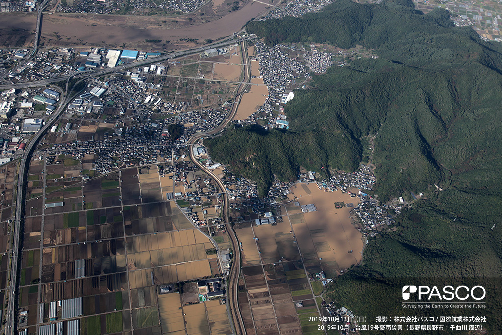 長野県千曲市: 千曲川支川沢山川の氾濫状況。