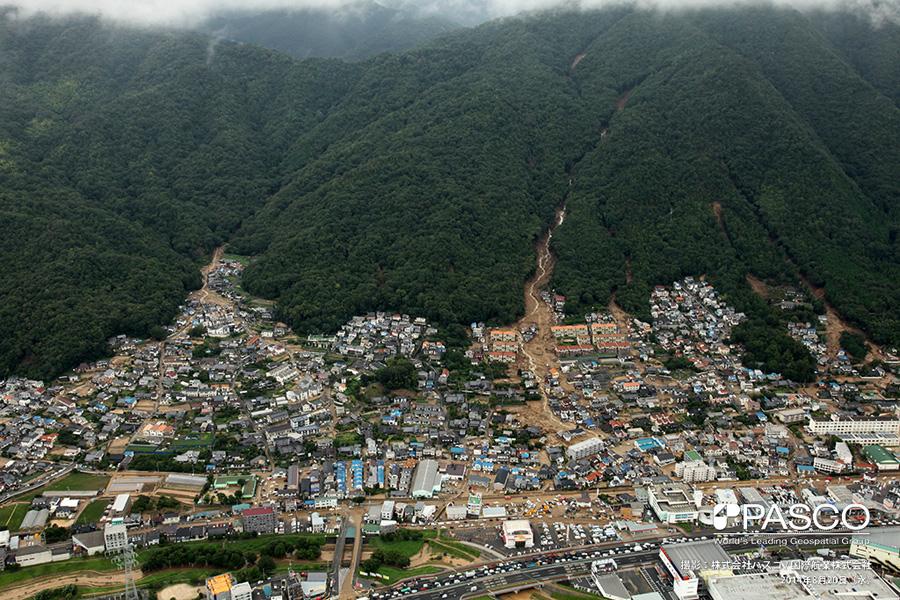 広島県広島市安佐南区緑井町および八木町 複数の谷で土石流が発生し、土砂はJR可部線まで到達している。