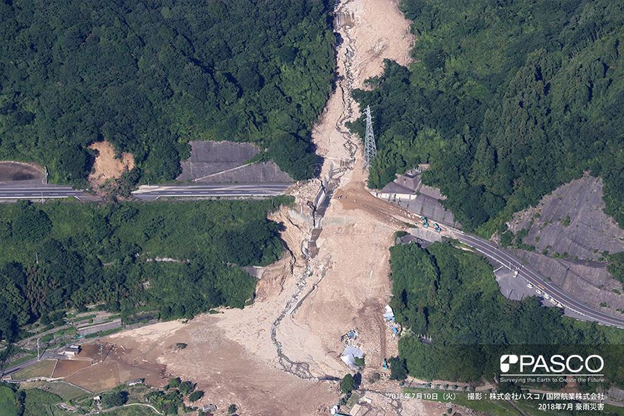 広島県呉市広町 土石流が発生し国道357号の橋梁が流出
