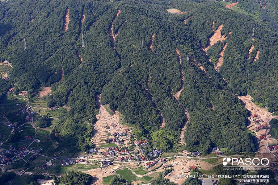 広島県呉市安浦町大字中畑 斜面崩壊により土石流が発生し、土砂が耕作地と住宅地に流入