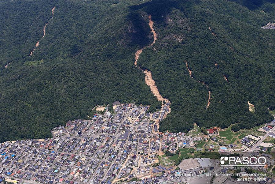 広島県呉市焼山東 斜面崩壊により発生した土石流住宅地内に流入