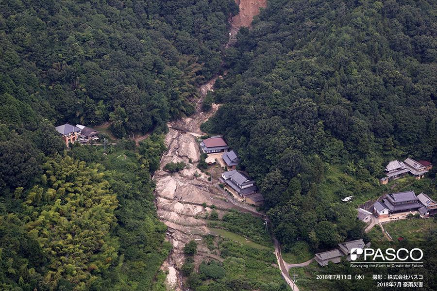 尾道市原田町小原 堰堤を超えて耕作地に流れでた土砂
