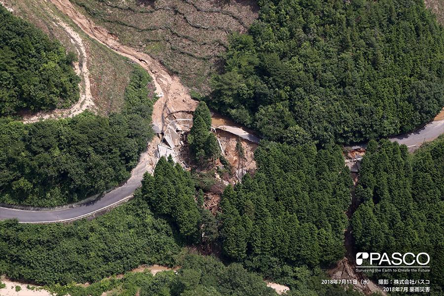 尾道市御調町下山田 土砂流出に伴い崩壊した道路路盤