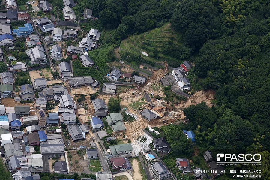 尾道市桜町 斜面崩壊により損壊した住宅