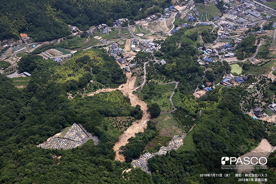尾道市吉和町 山腹から流出する土砂が住宅地まで到達