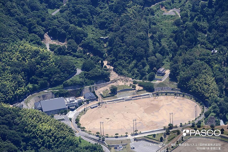 愛媛県今治市宮窪町 宮窪石文化運動公園 斜面崩壊が発生しグラウンドへ土砂が流入