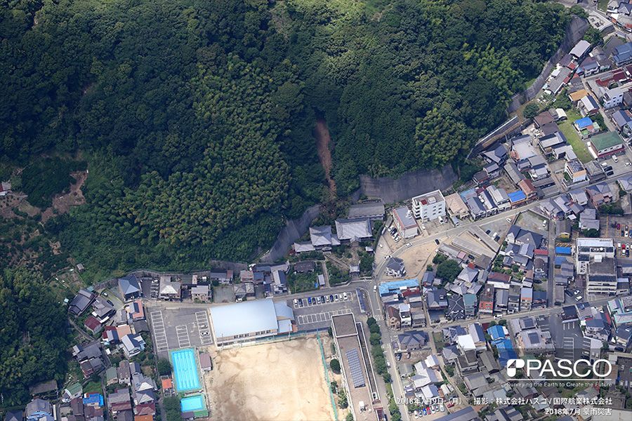 愛媛県八幡浜市広瀬 斜面崩壊が発生し、土砂が寺院に流入